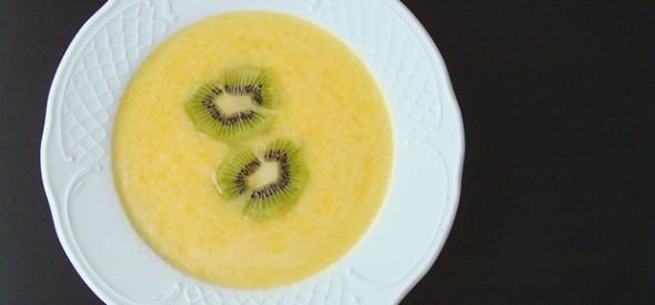 Sopa fría de melón e laranxa con kiwi