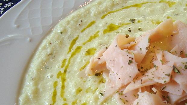 Sopa fría de cogombro con iogur e ourego